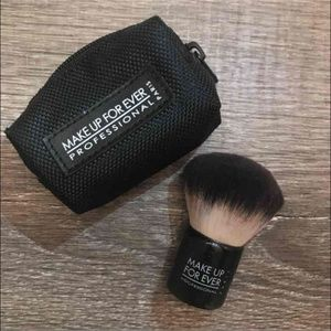 Makeup Forever Kabuki Powder Brush w/case